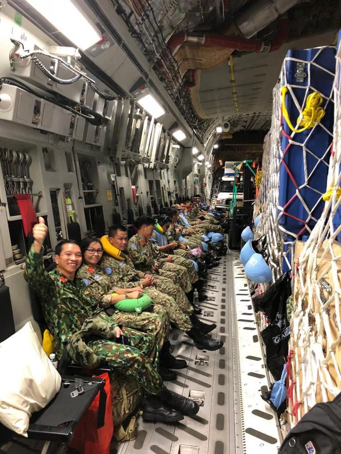Cận cảnh trong máy bay C-17 đưa bệnh viện dã chiến Việt Nam đến Nam Sudan - Ảnh 5.