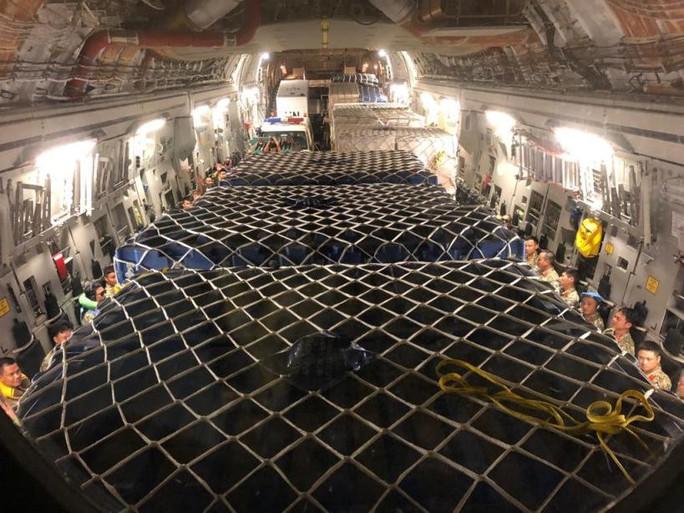 Cận cảnh trong máy bay C-17 đưa bệnh viện dã chiến Việt Nam đến Nam Sudan - Ảnh 4.