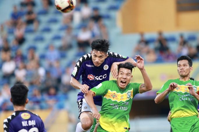 Đua trụ hạng V-League: Nam Định vẫn còn hồi hộp - Ảnh 1.