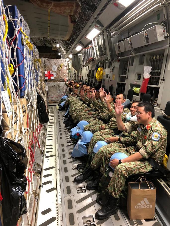Cận cảnh trong máy bay C-17 đưa bệnh viện dã chiến Việt Nam đến Nam Sudan - Ảnh 6.
