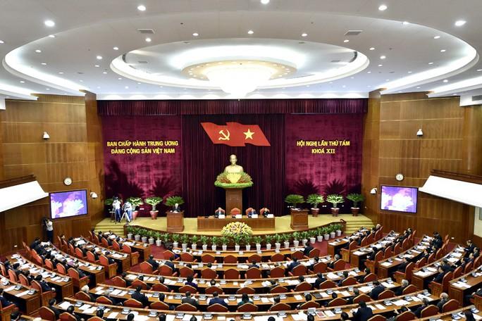 Chủ tịch QH Nguyễn Thị Kim Ngân điều hành ngày làm việc đầu tiên của Hội nghị Trung ương 8 - Ảnh 1.