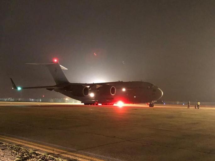 Cận cảnh trong máy bay C-17 đưa bệnh viện dã chiến Việt Nam đến Nam Sudan - Ảnh 1.