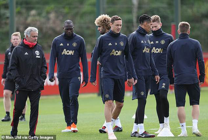Rộ tin Zidane thay Mourinho, mời Henry và Evra làm cộng sự - Ảnh 2.