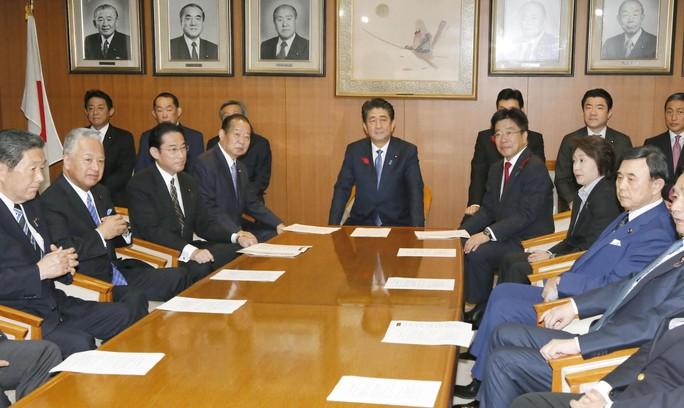 Cuộc cải tổ nhiều tính toán của ông Abe - Ảnh 1.