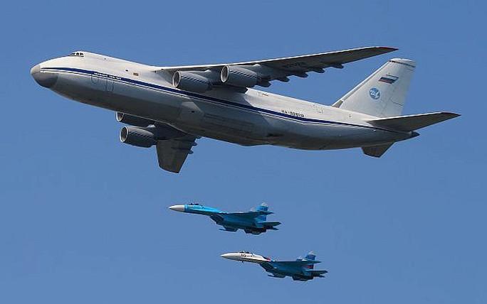 Máy bay quân sự lớn nhất thế giới đưa S-300 của Nga đến Syria - Ảnh 1.