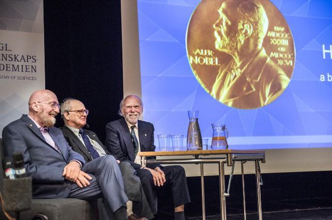 Đoạt giải Nobel Vật lý 2018 ở tuổi 96 - Ảnh 3.