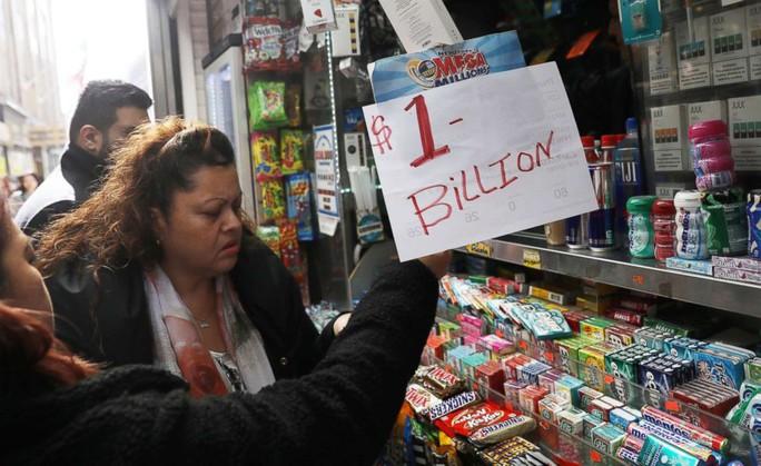 Chưa có người trúng độc đắc, xổ số Mỹ có giải khủng 1,6 tỉ USD - Ảnh 2.
