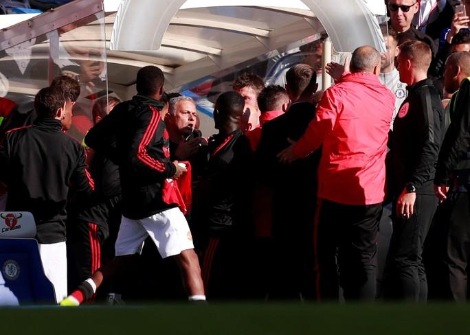 Mourinho chấp nhận lời xin lỗi sau vụ nổi nóng với trợ lý HLV Chelsea - Ảnh 11.