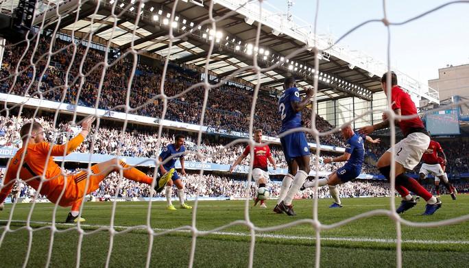 Mourinho chấp nhận lời xin lỗi sau vụ nổi nóng với trợ lý HLV Chelsea - Ảnh 10.