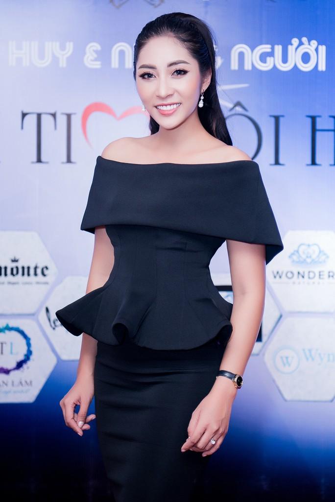 Hoa hậu Đặng Thu Thảo dốc sức gây quỹ cho Trái tim tôi hát - Ảnh 4.