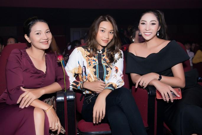 Hoa hậu Đặng Thu Thảo dốc sức gây quỹ cho Trái tim tôi hát - Ảnh 3.