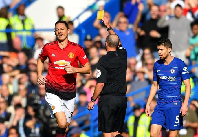 Mourinho chấp nhận lời xin lỗi sau vụ nổi nóng với trợ lý HLV Chelsea - Ảnh 2.
