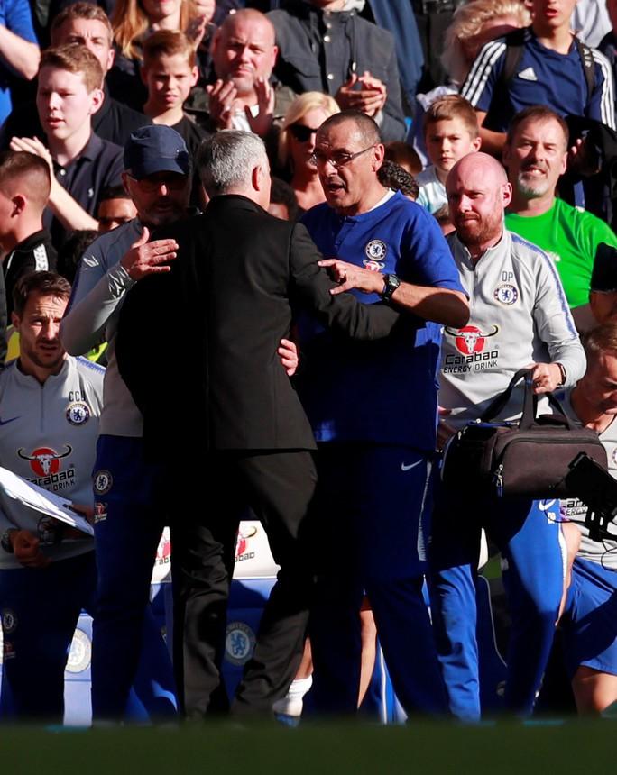 Mourinho chấp nhận lời xin lỗi sau vụ nổi nóng với trợ lý HLV Chelsea - Ảnh 16.