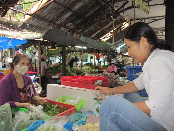 Rau sạch vẫn khó bán ở chợ - Ảnh 1.