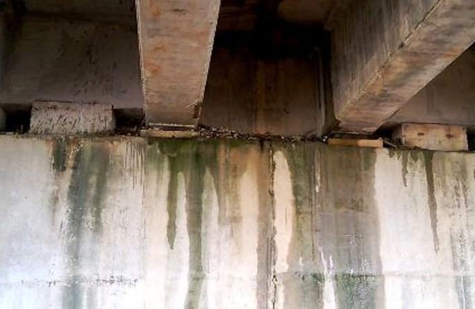 Hai cầu trên đường cao tốc Đà Nẵng - Quảng Ngãi bị thấm nước mưa - Ảnh 4.