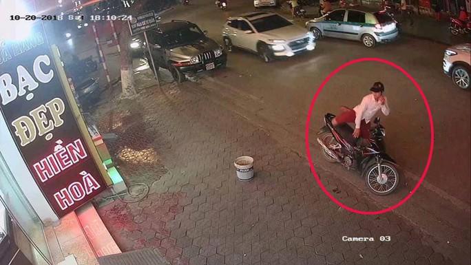 Truy bắt nam thanh niên cướp tiệm vàng trong ngày phụ nữ - Ảnh 2.