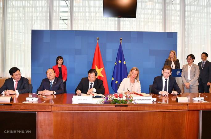 7 ngày tại châu Âu, Thủ tướng Nguyễn Xuân Phúc có 70 bài phát biểu - Ảnh 2.