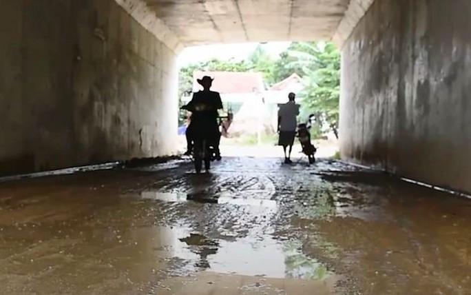 Hai cầu trên đường cao tốc Đà Nẵng - Quảng Ngãi bị thấm nước mưa - Ảnh 5.