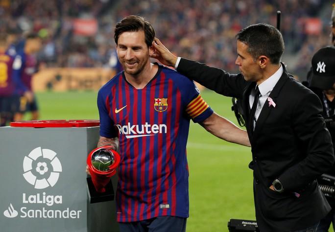 Giành ngôi đầu cho Barcelona, Messi gãy tay, lỡ siêu kinh điển - Ảnh 2.