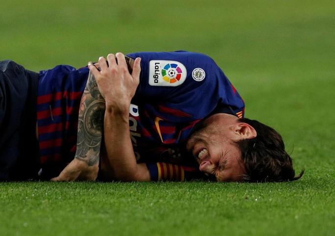 Cận cảnh chấn thương ghê rợn khiến Messi gãy tay - Ảnh 2.