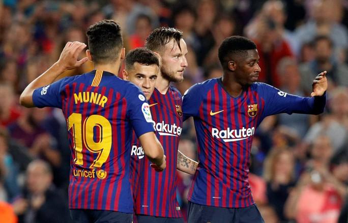 Giành ngôi đầu cho Barcelona, Messi gãy tay, lỡ siêu kinh điển - Ảnh 10.