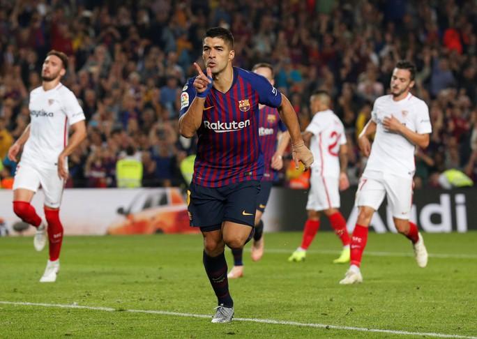 Giành ngôi đầu cho Barcelona, Messi gãy tay, lỡ siêu kinh điển - Ảnh 9.