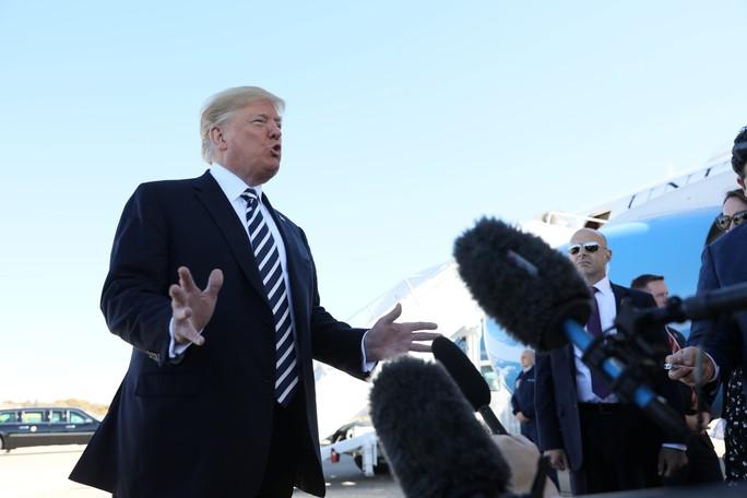 Vụ nhà báo thiệt mạng: Ông Trump thay đổi phản ứng - Ảnh 1.