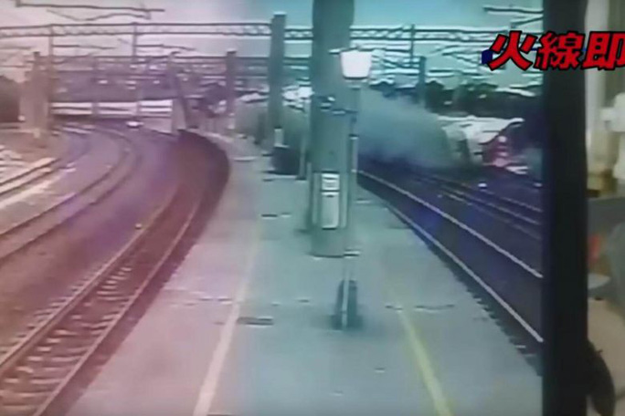 Tai nạn đường sắt ở Đài Loan: Ám ảnh cảnh tượng gần toa số 6 - Ảnh 2.