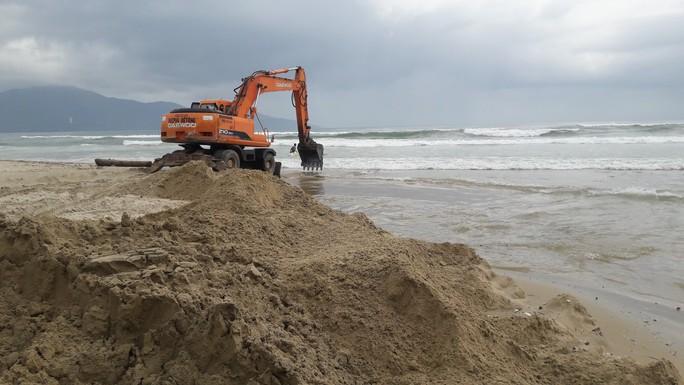 Bờ biển đẹp nhất hành tinh lại bị xâm thực nặng sau mưa lớn - Ảnh 4.