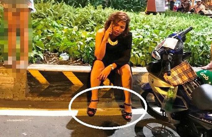 Vụ nữ tài xế lái BMW gây tai nạn Hàng Xanh: Đừng có đổ lỗi tại chiếc giày! - Ảnh 1.