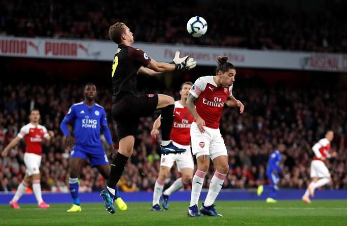 Lập cú đúp trong 3 phút, Aubameyang giúp Arsenal hạ cựu vô địch - Ảnh 2.