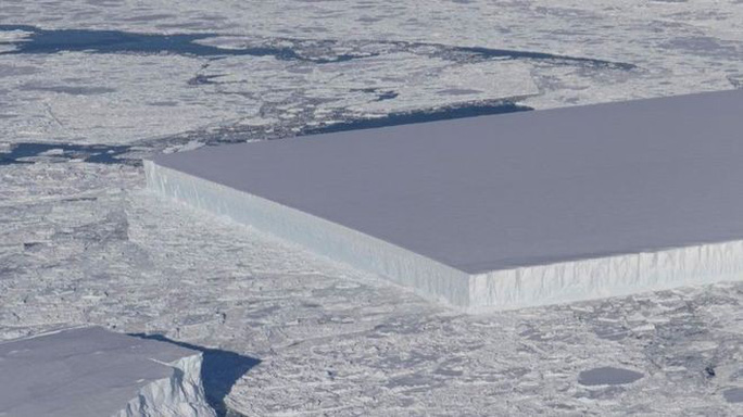 Tảng băng hình chữ nhật ở Nam Cực làm NASA sửng sốt - Ảnh 1.