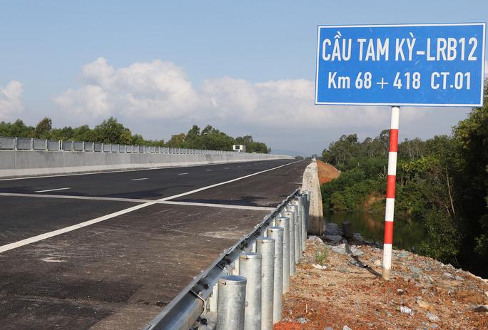 Đường cao tốc Đà Nẵng - Quảng Ngãi: Thêm nhiều cây cầu thấm nước - Ảnh 11.