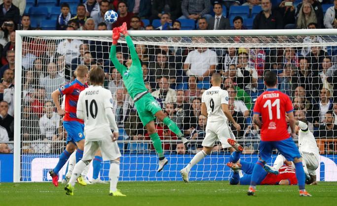 Thoát hiểm ở Bernabeu, sao Real Madrid giữ ghế HLV Lopetegui - Ảnh 2.