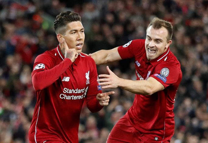 Liverpool mở đại tiệc bàn thắng, Mohamed Salah nhận quà độc từ CĐV - Ảnh 3.