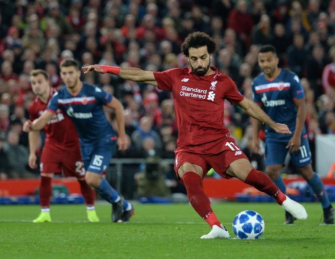 Liverpool mở đại tiệc bàn thắng, Mohamed Salah nhận quà độc từ CĐV - Ảnh 4.