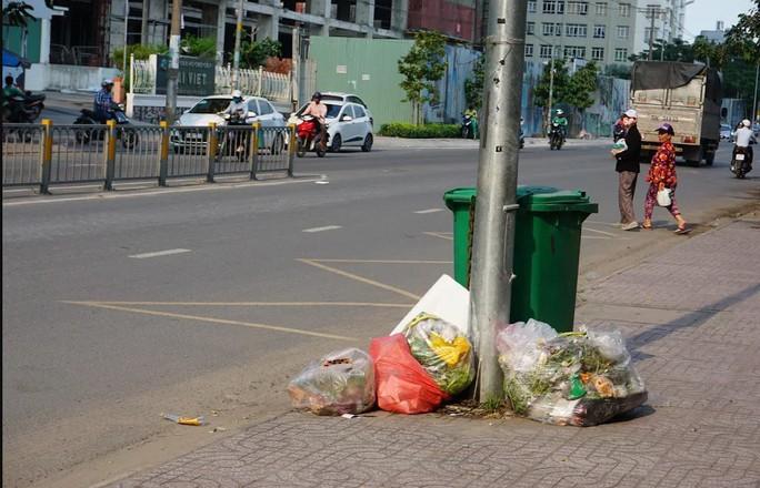Khi nào hết xả rác?: Đẩy mạnh tuyên truyền, giám sát - Ảnh 1.