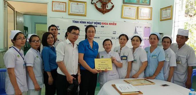 Động viên y - bác sĩ tích cực phòng chống dịch - Ảnh 1.