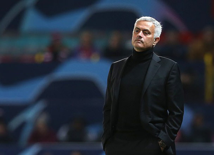 Cầu thủ Man United nổi loạn, HLV Mourinho vô can? - Ảnh 4.