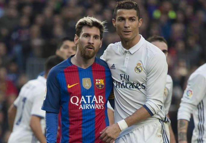 Về Turin cách ly Covid-19, Ronaldo tuyên chiến với Bộ trưởng thể thao Ý - Ảnh 7.