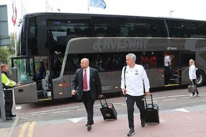 Cầu thủ Man United nổi loạn, HLV Mourinho vô can? - Ảnh 1.