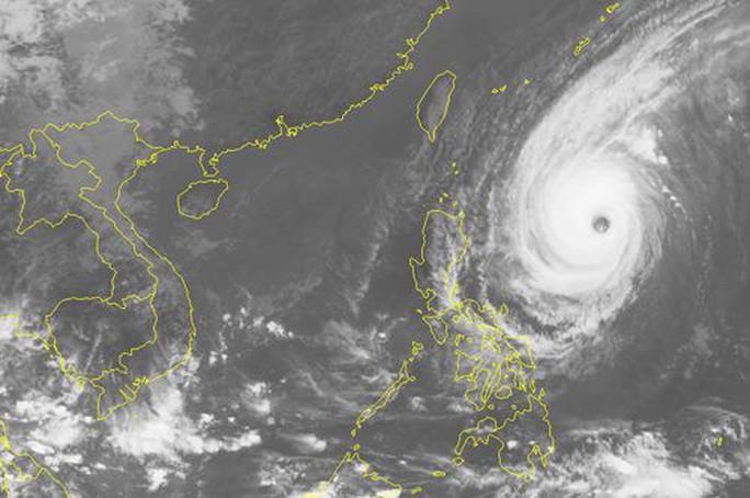 Siêu bão Yutu giật trên cấp 17 đang tiến về Biển Đông - Ảnh 1.