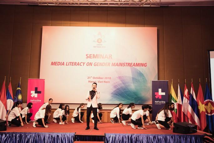Phát ngôn về đàn ông Việt của Hoàng Bách thu hút công chúng - Ảnh 3.