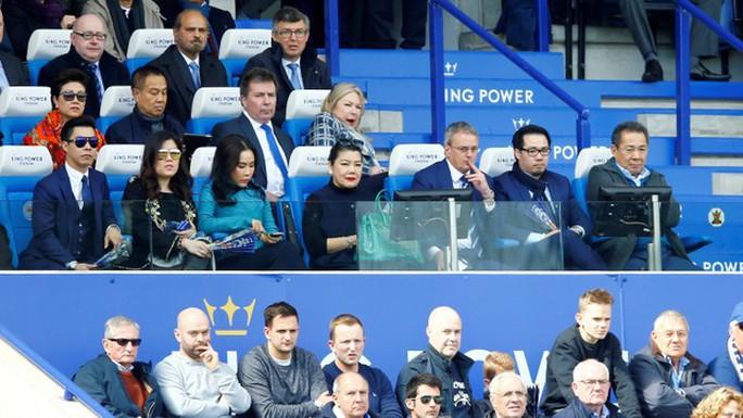 Tỉ phú Vichai gặp nạn trên chuyến bay định mệnh ở sân Leicester - Ảnh 2.