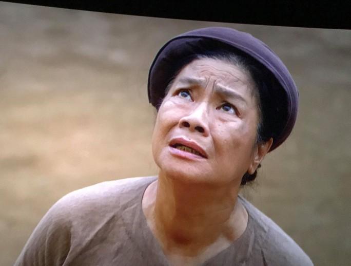 Nghệ sĩ Tú Trinh: Mái ấm gia đình cho tôi nghề hát - Ảnh 1.