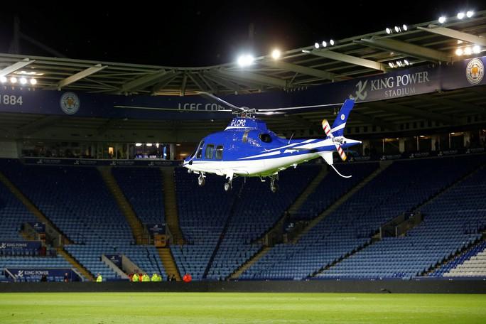 Máy bay Chủ tịch Leicester gặp nạn, bốc cháy bên ngoài sân King Power - Ảnh 1.