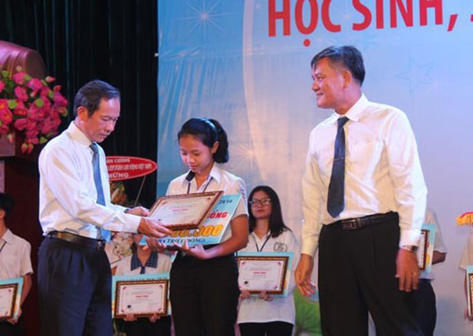 Tặng 333 suất học bổng cho con CNVC-LĐ cao su - Ảnh 1.