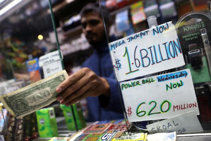 Mỹ: Hai người trúng độc đắc 688 triệu USD - Ảnh 1.