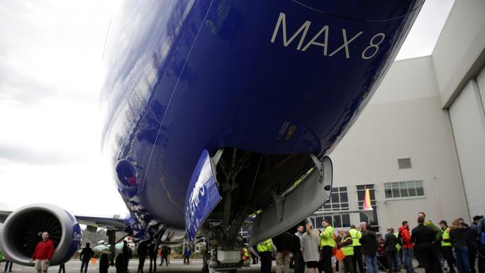 Vì sao Boeing 737 MAX 8 của Lion Air mới mua đã bị rơi? - Ảnh 1.