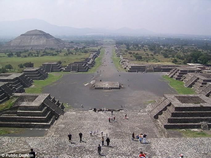 Địa ngục đầy hài cốt dị hình dưới kim tự tháp mặt trăng - Ảnh 5.